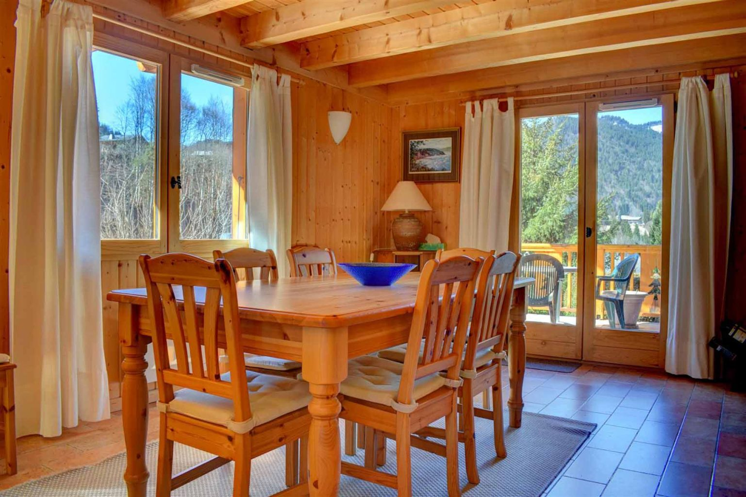 L'Ele Baud Chalet Breakfast Room