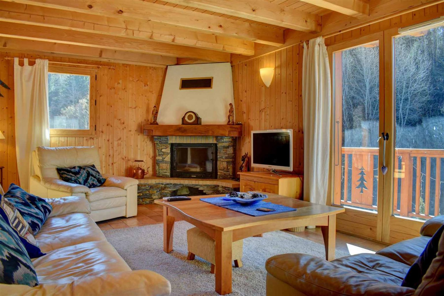 L'Ele Baud Chalet Lounge with fireplace