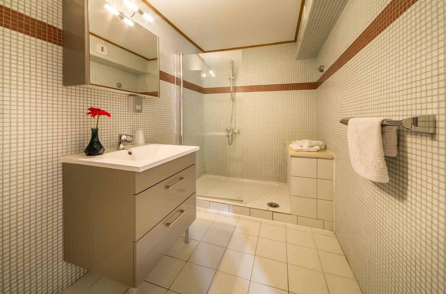 Rhodos Hotel Example En-Suite