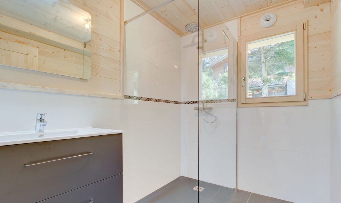 SJ Dutruel semi chalet build Shower Room