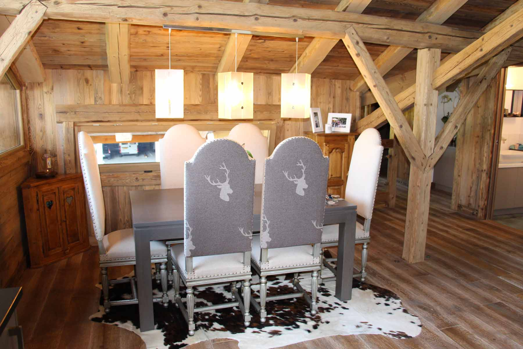 Chalet Vanchouke Dining Area