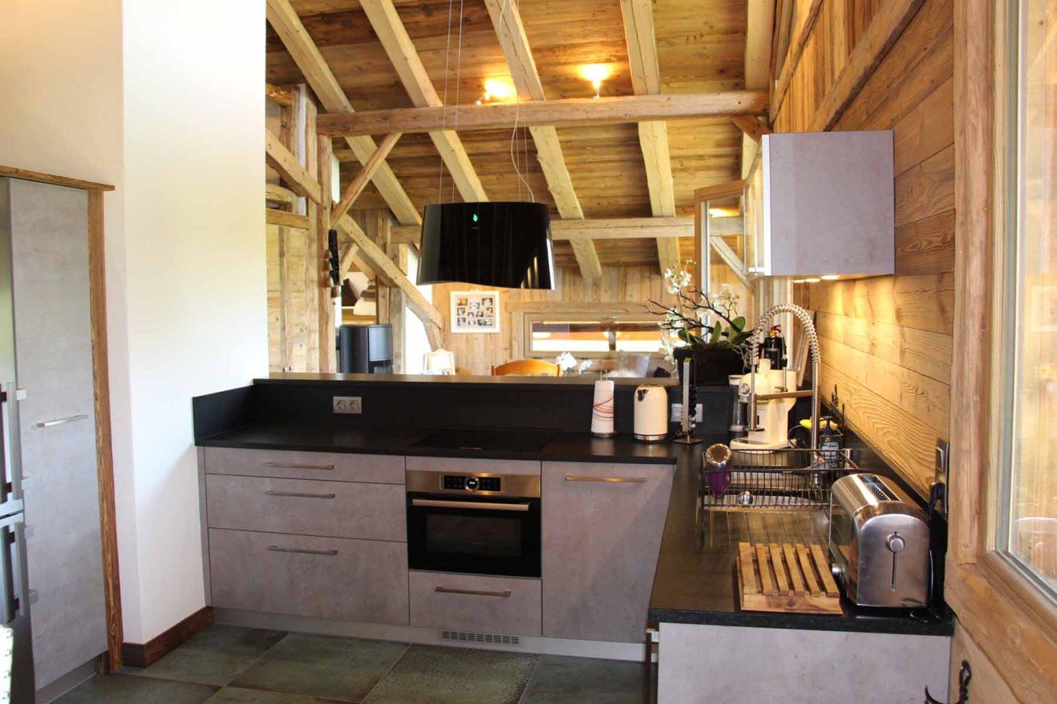 Chalet Vanchouke Kitchen
