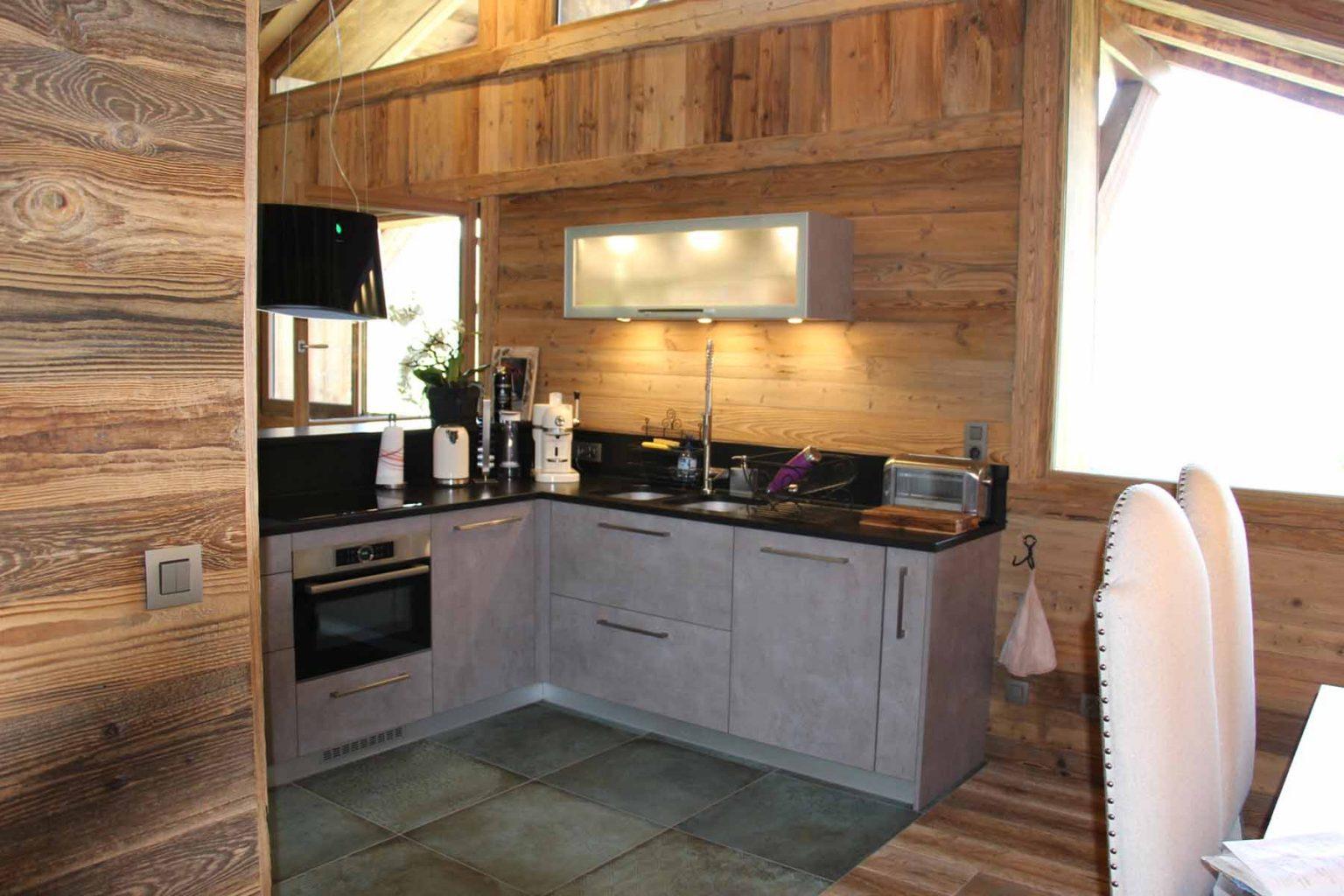 Chalet Vanchouke Kitchen Dining Room