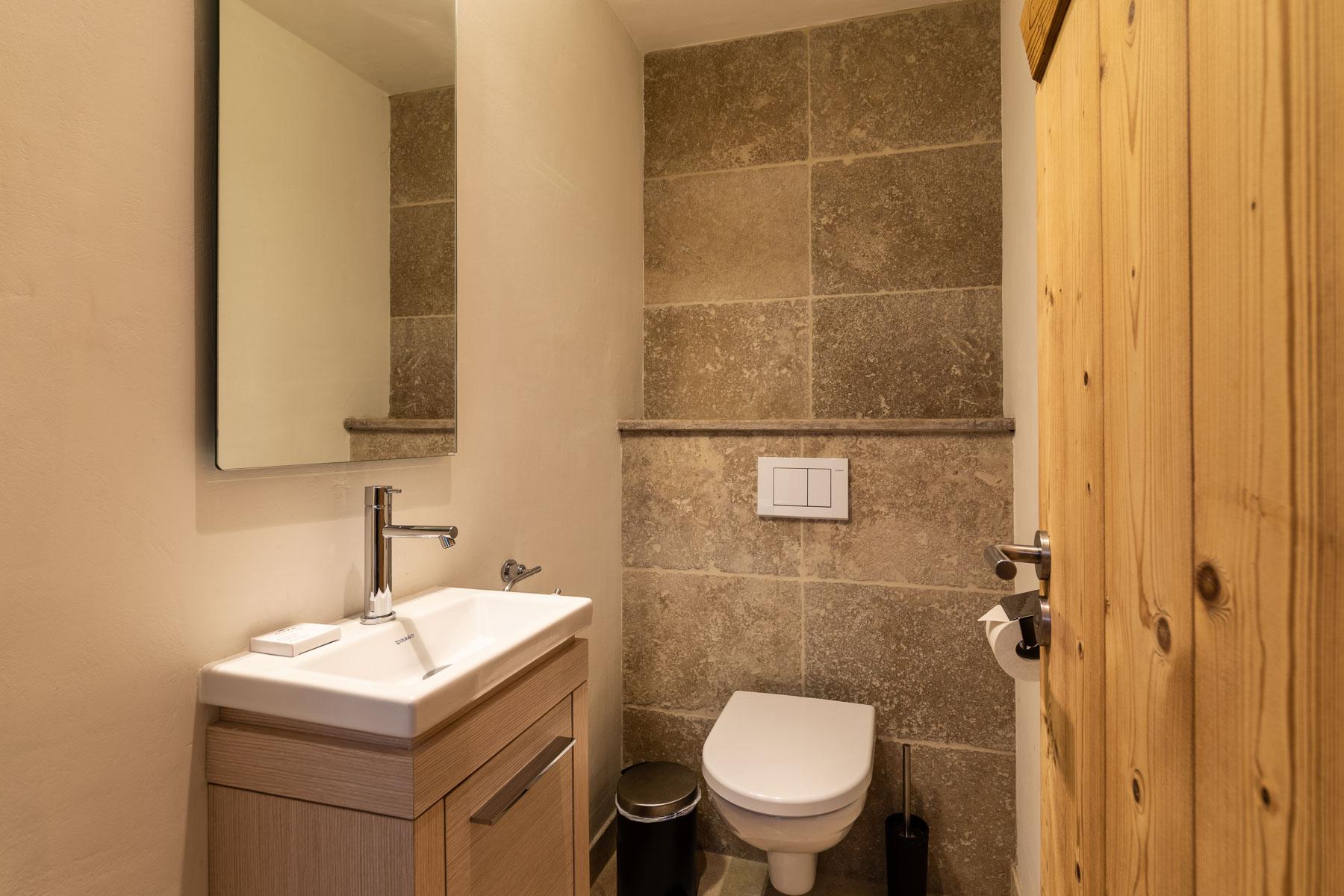 Omaroo 2 Separate Toilet