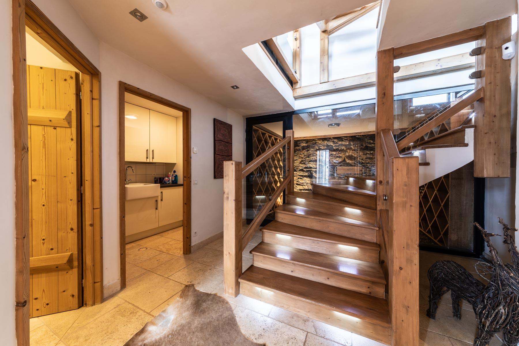 Omaroo 2 Entrance Stairwell