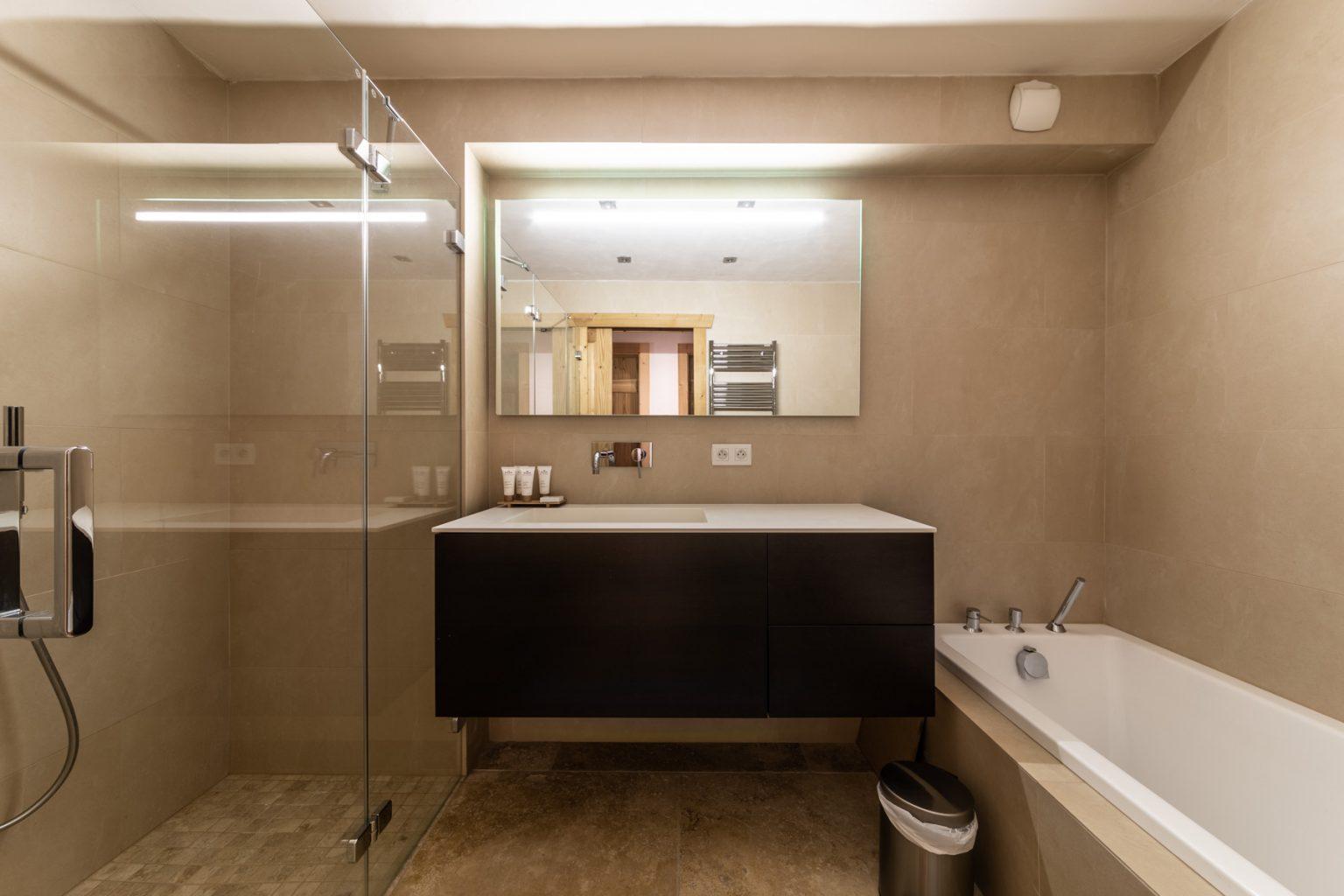 Omaroo 1 Bathroom