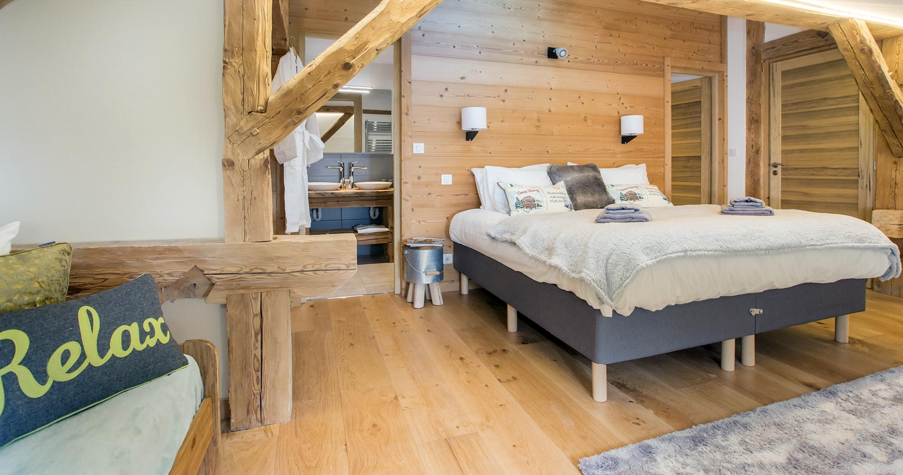 Chalet-perdrix-en-suite-bedroom