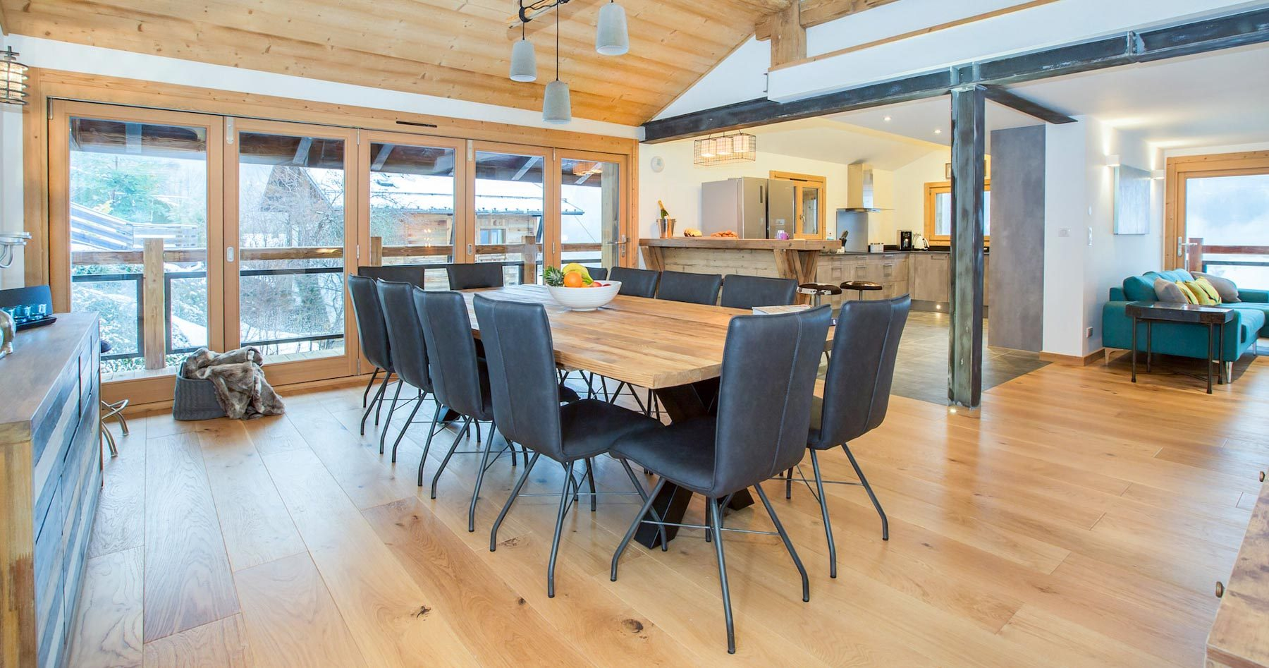 Chalet-perdrix-dining-table