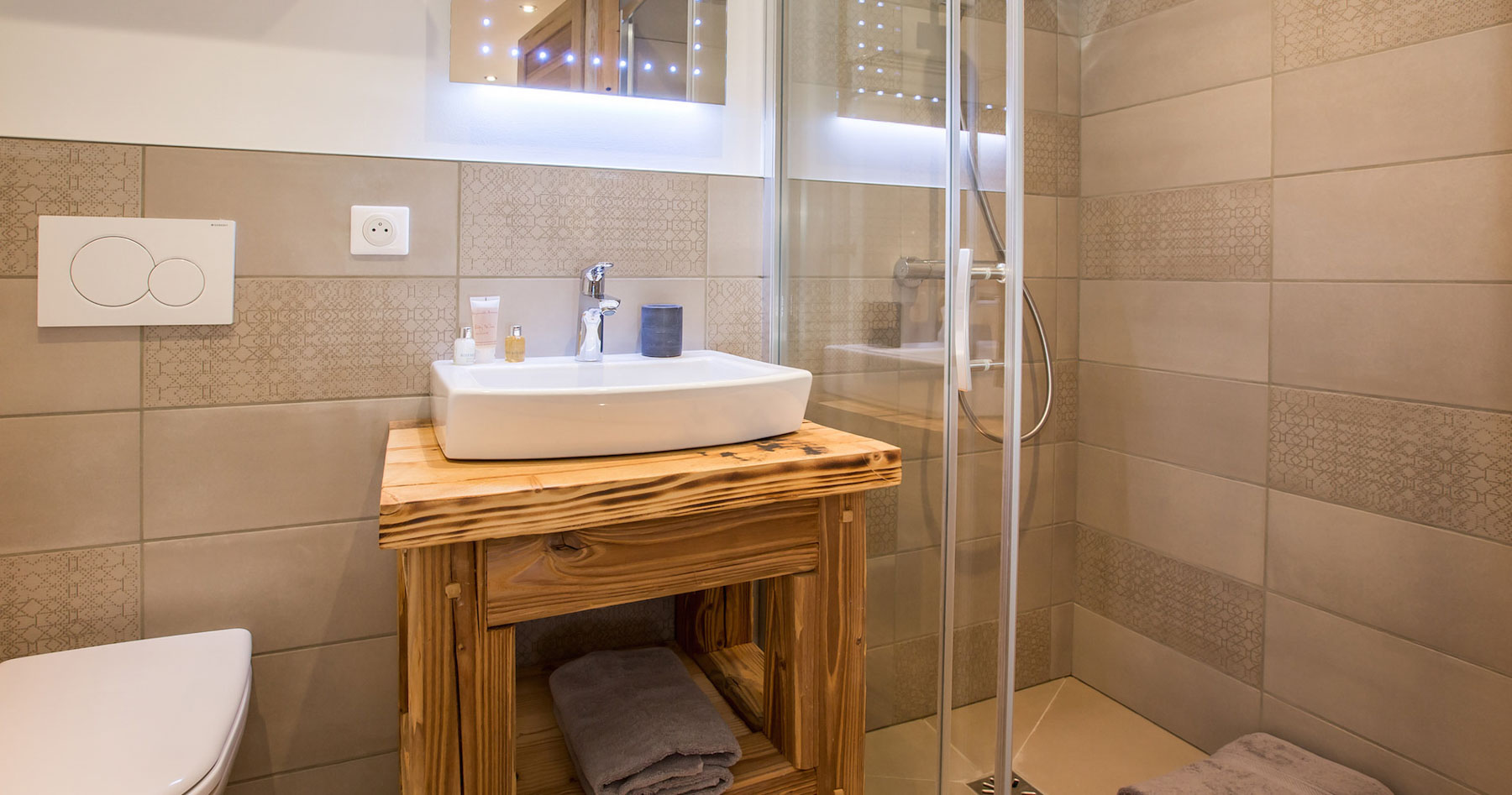 Chalet-perdrix-shower-room