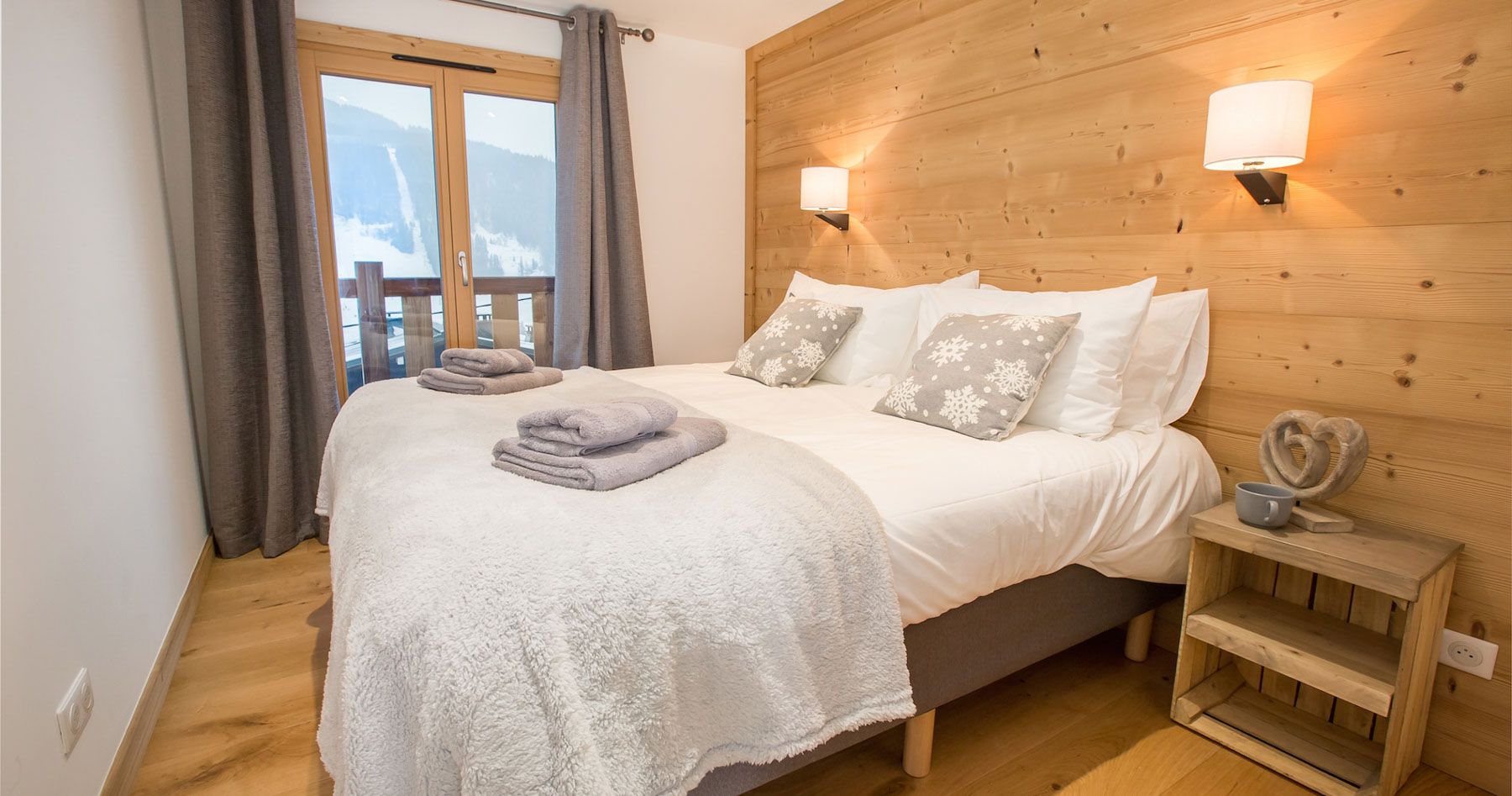 Chalet-perdrix-bedroom-with-balcony