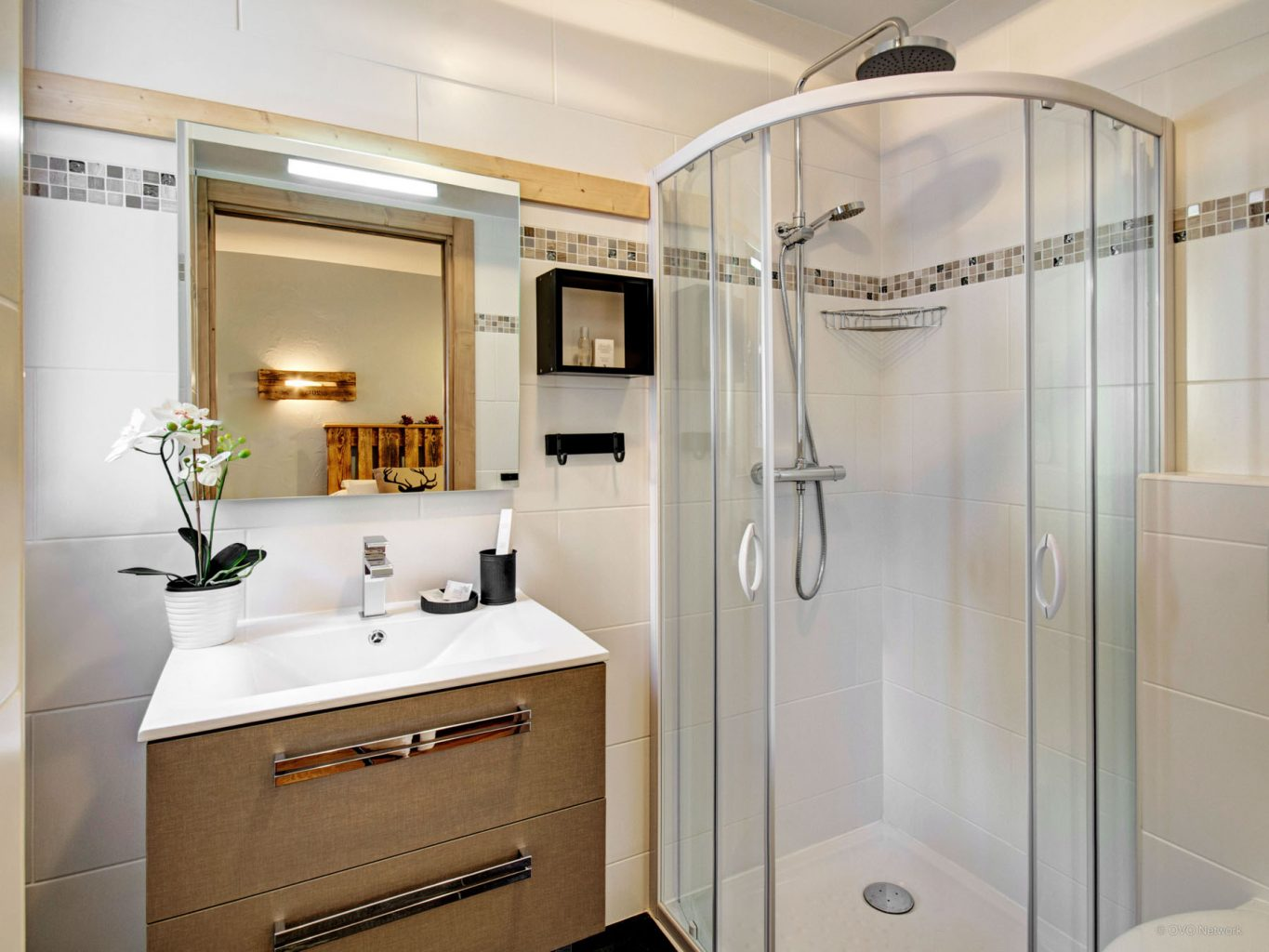 La Terrasse Shower Room