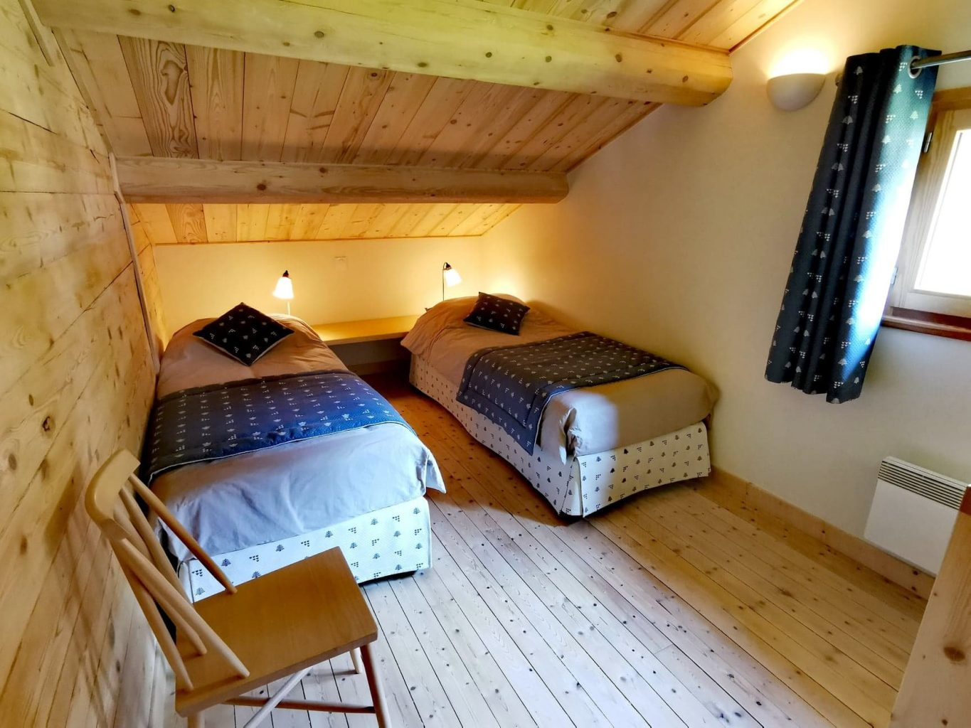 Lanchettes Chalet 1378 Attic Bedroom