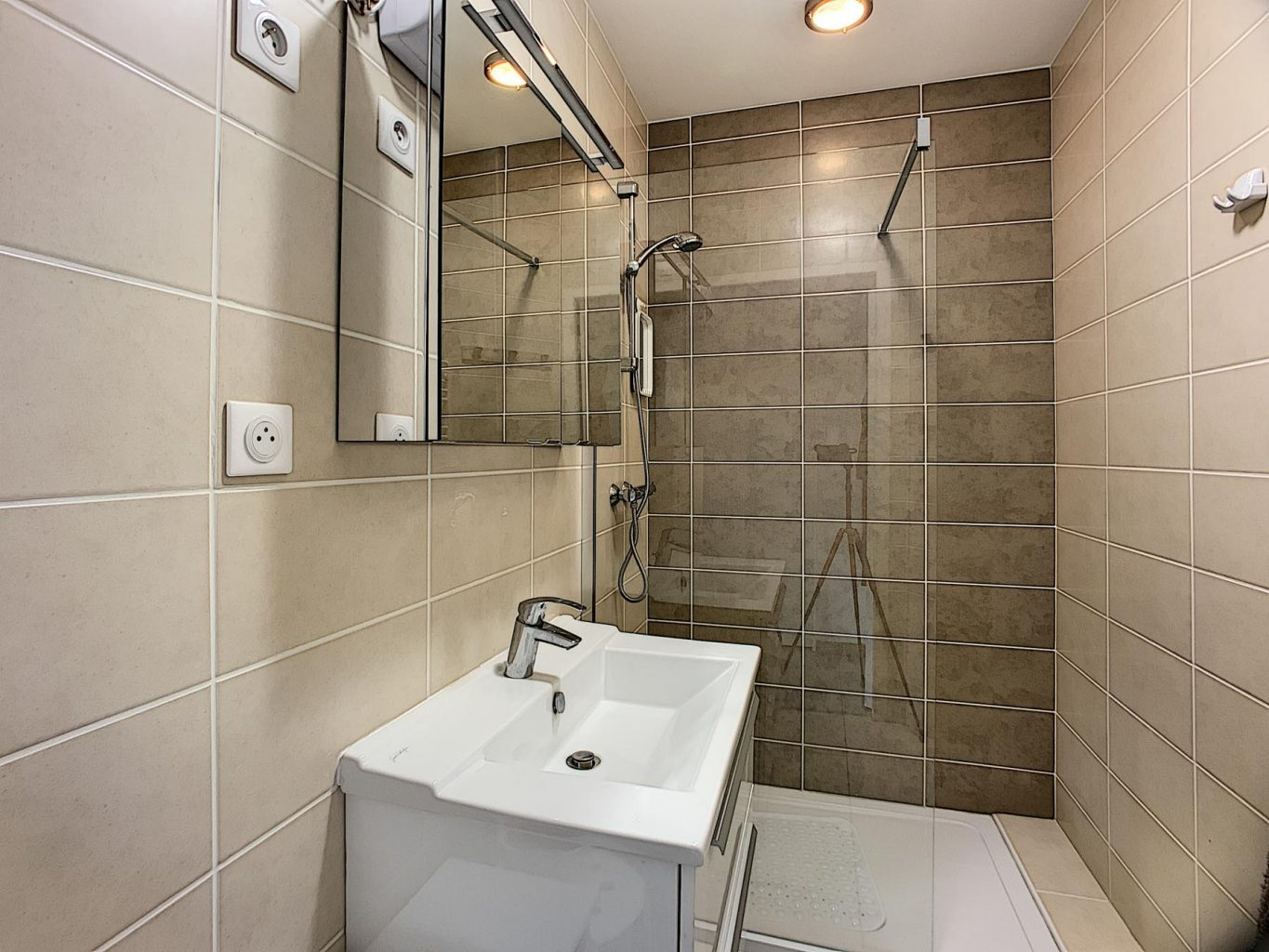 Morzine PDLP Appt 1050 Shower Room