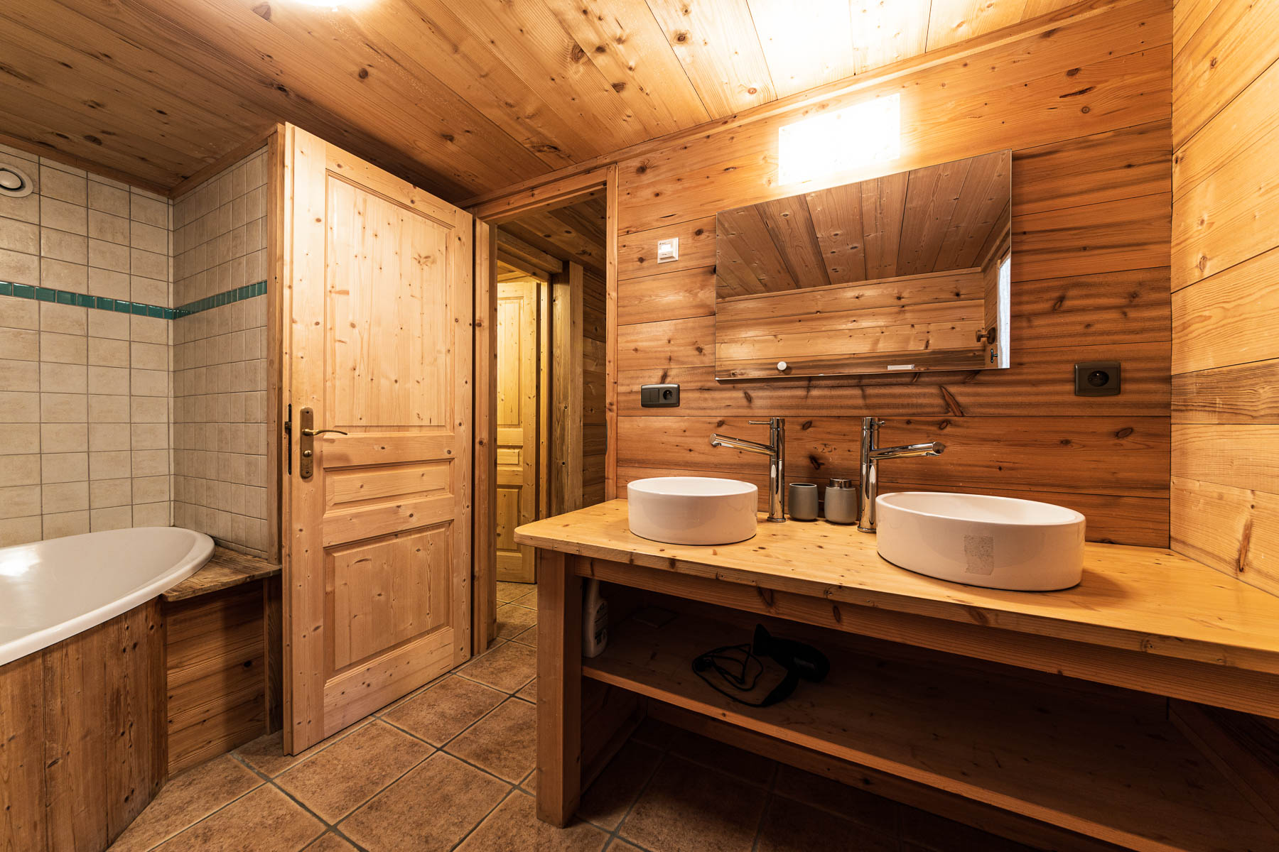 Chalet Leonie Family Bathroom