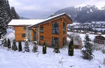 Chalet 1244 Exterior in snow