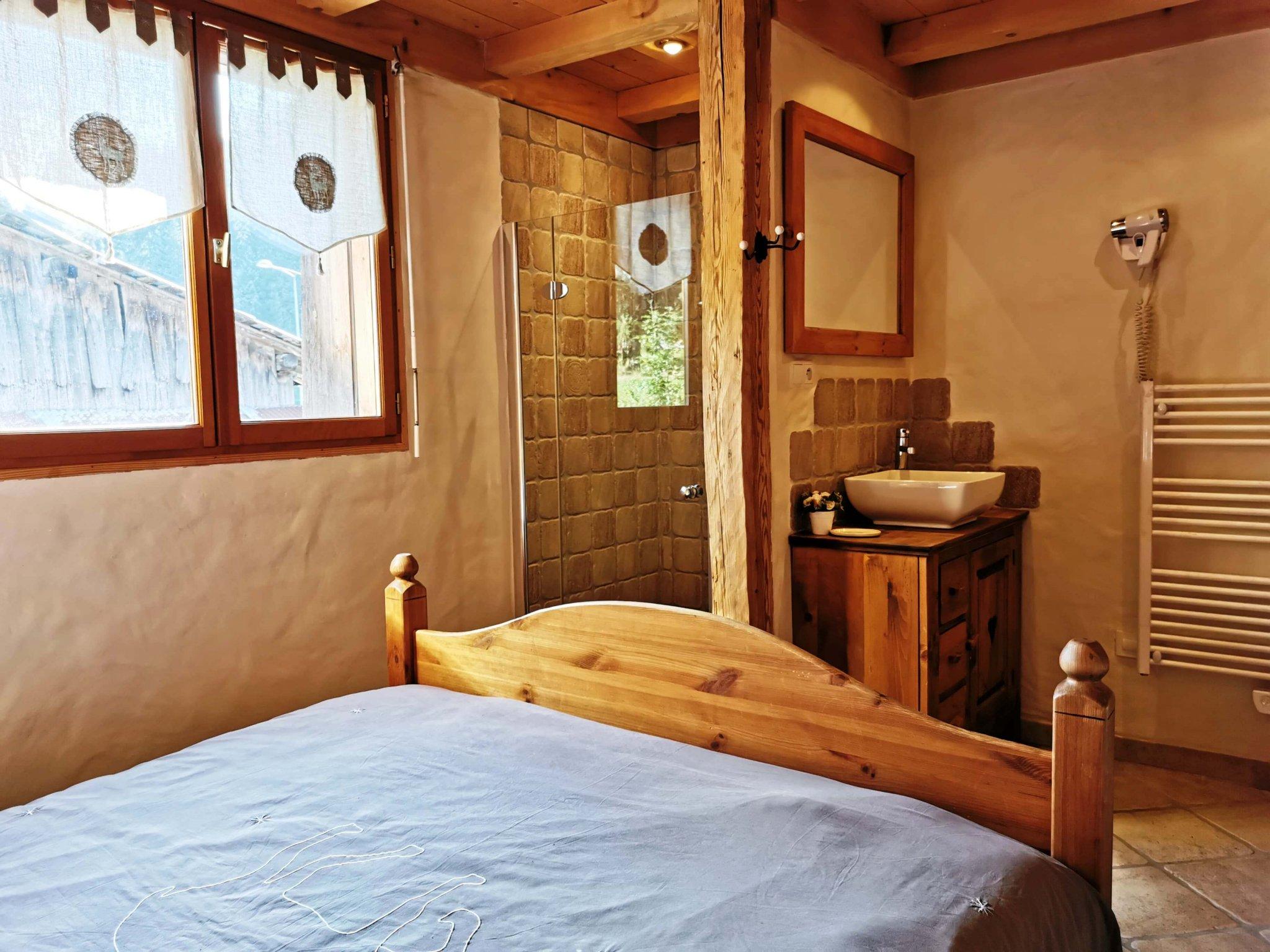 Perrieres Farm Apartment 1392 En-suite Bedroom