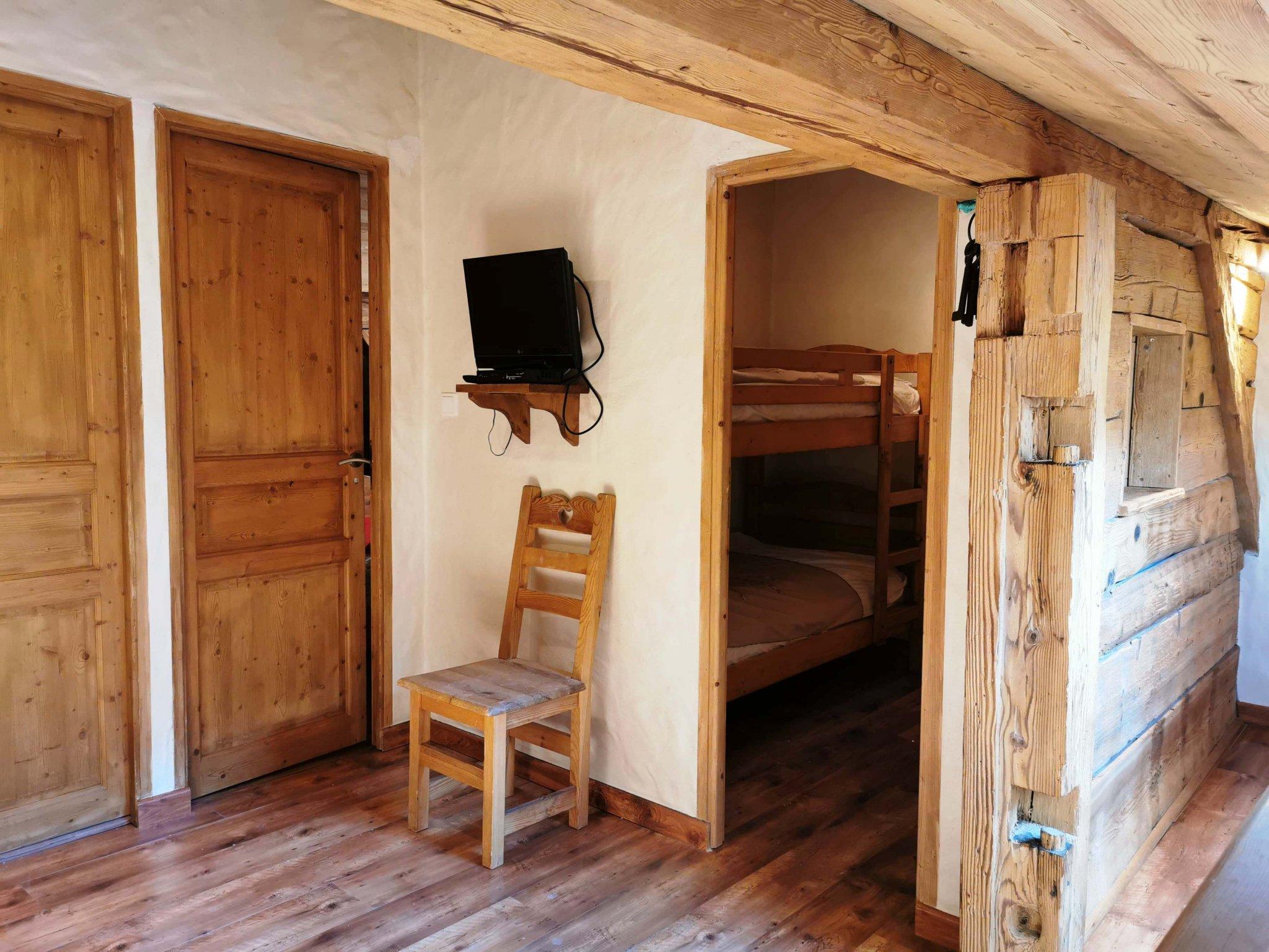 Perrieres Farm Apartment 1392 Bunk Room