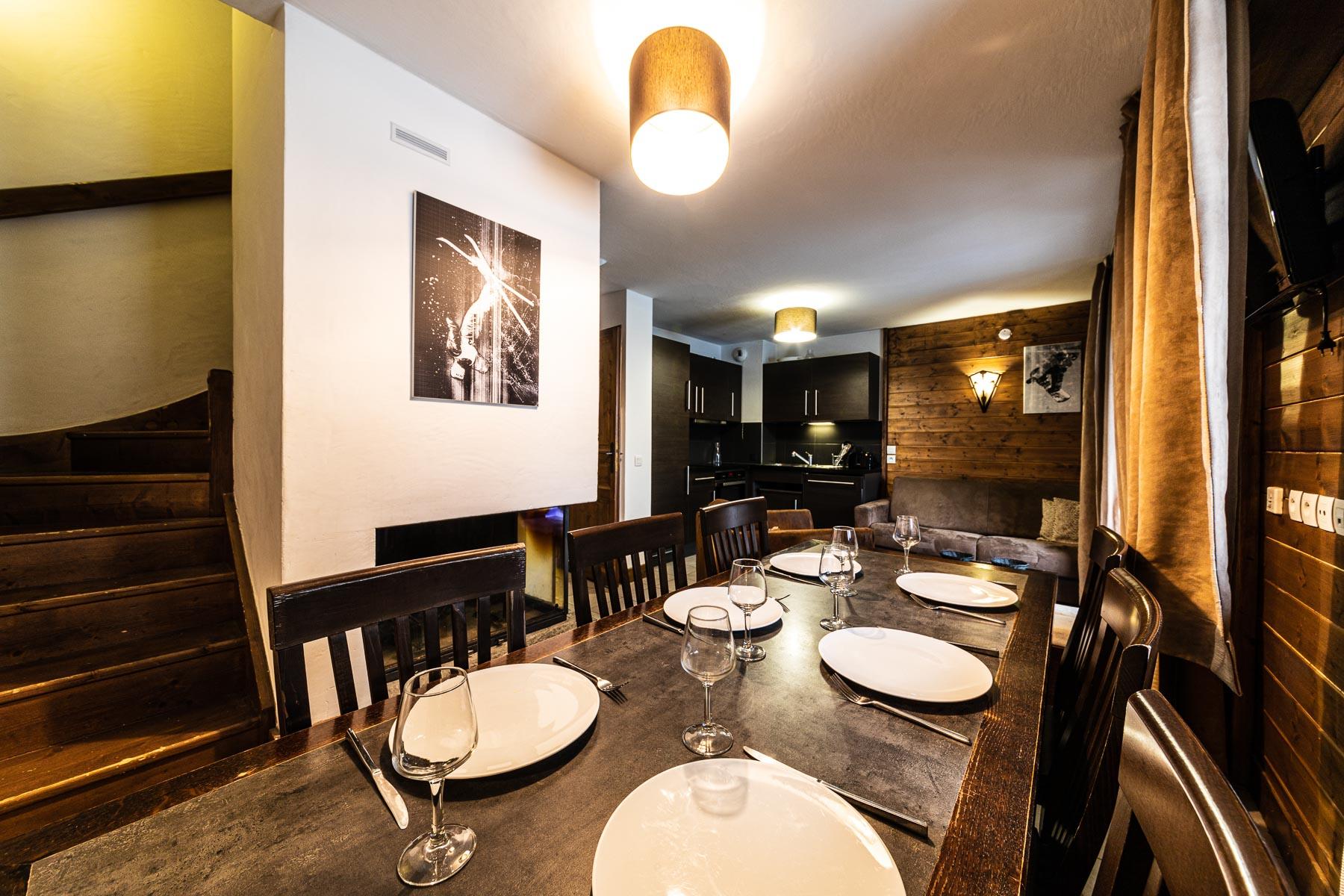 Ferme Emiguy Chalet 6 Dining Area