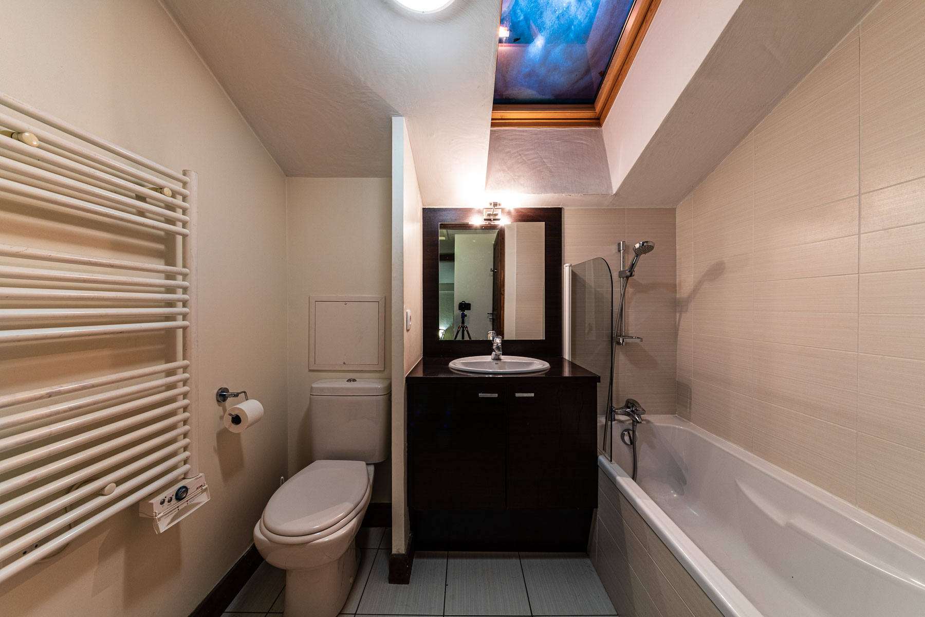 Ferme Emiguy Chalet 6 Bathroom with bath