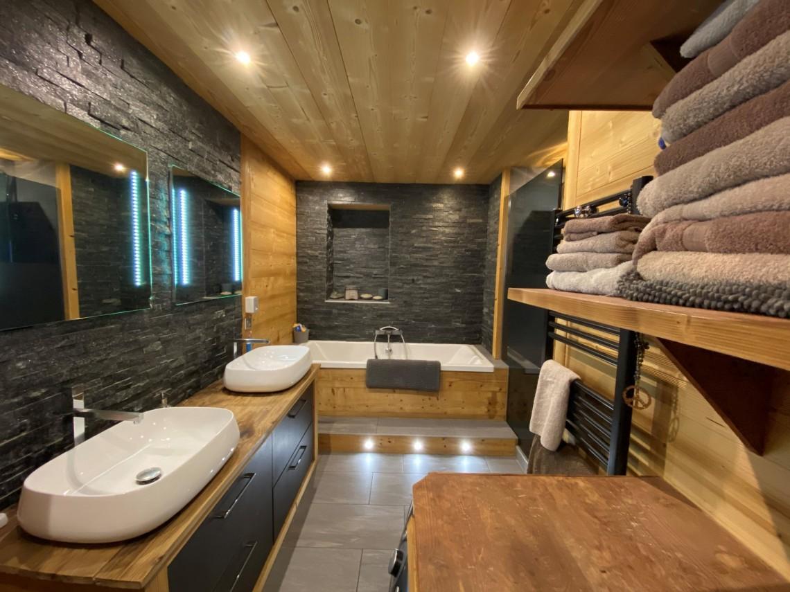Martinets Duplex Appt Dunc Family Bathroom