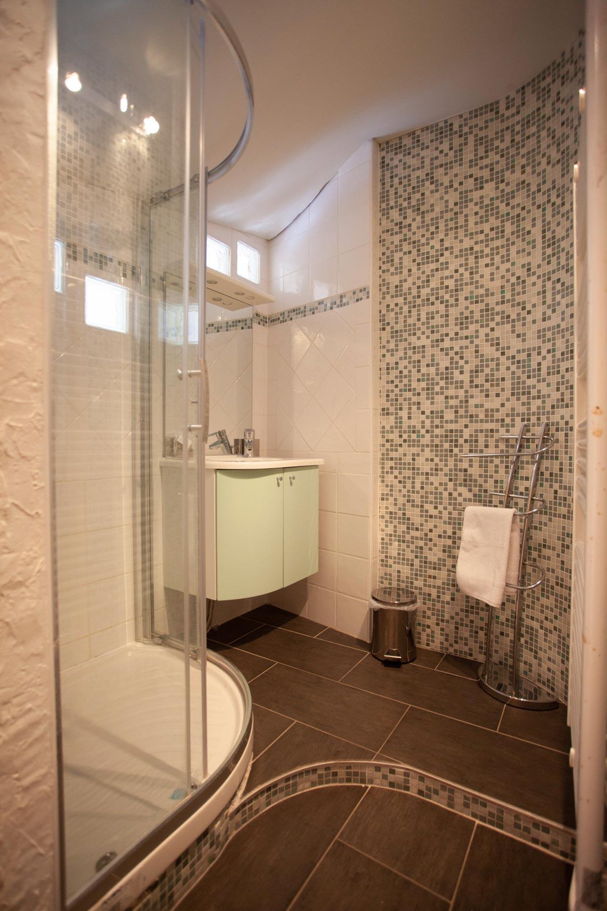 Avoriaz Appt 1954 Shower Room