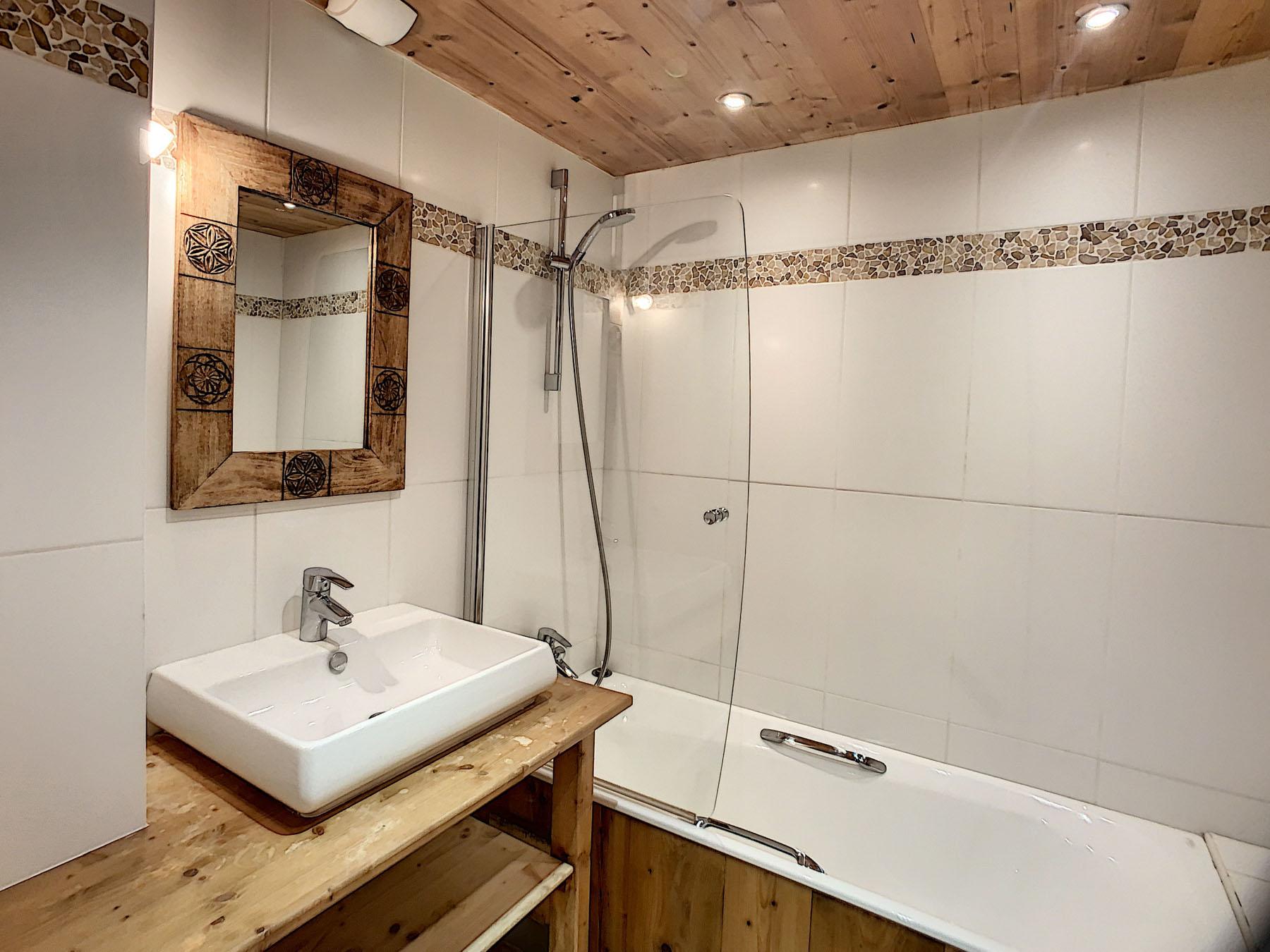 Mernaz 1160 Bathroom