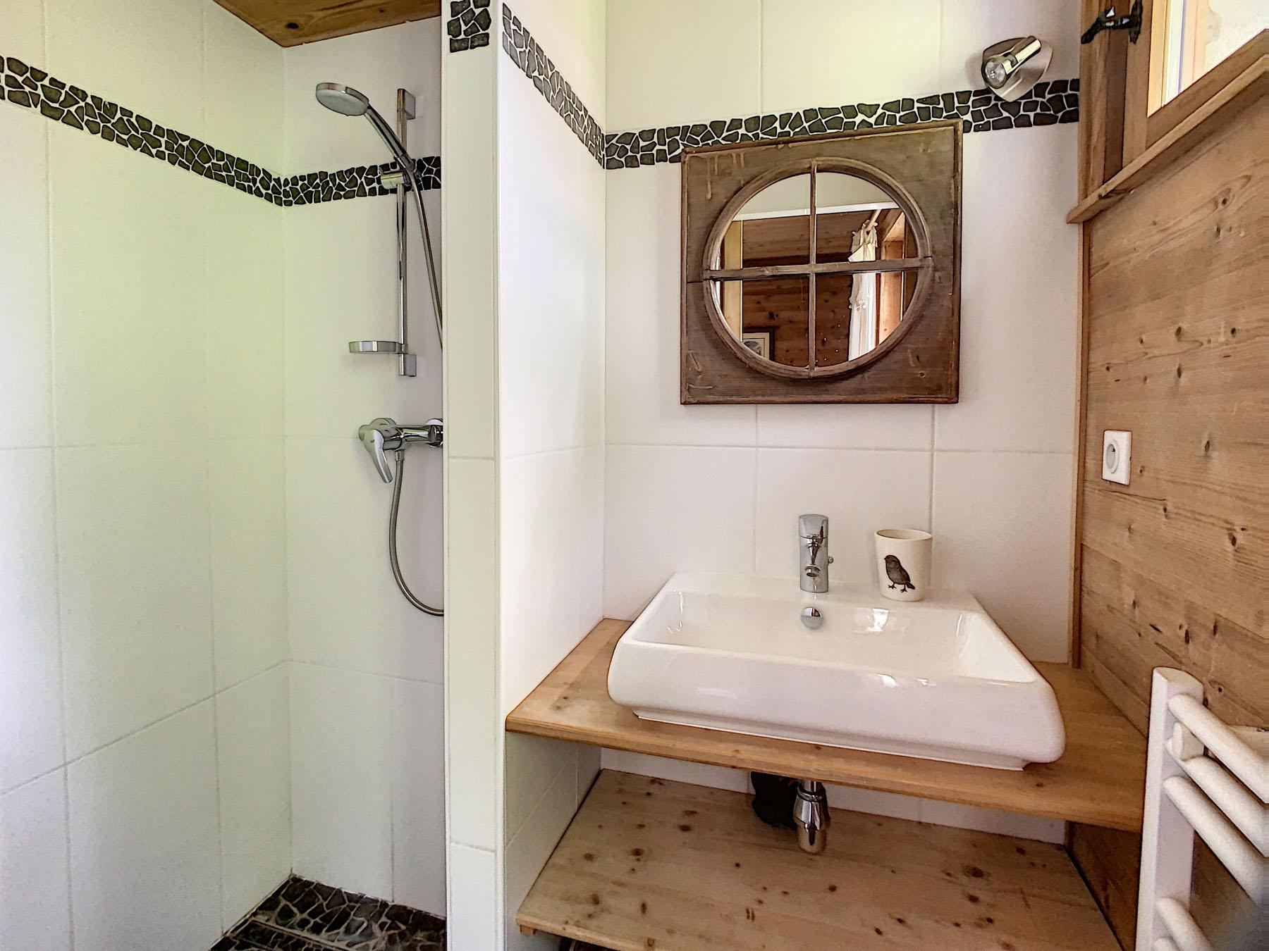 Mernaz 1160 Shower Room