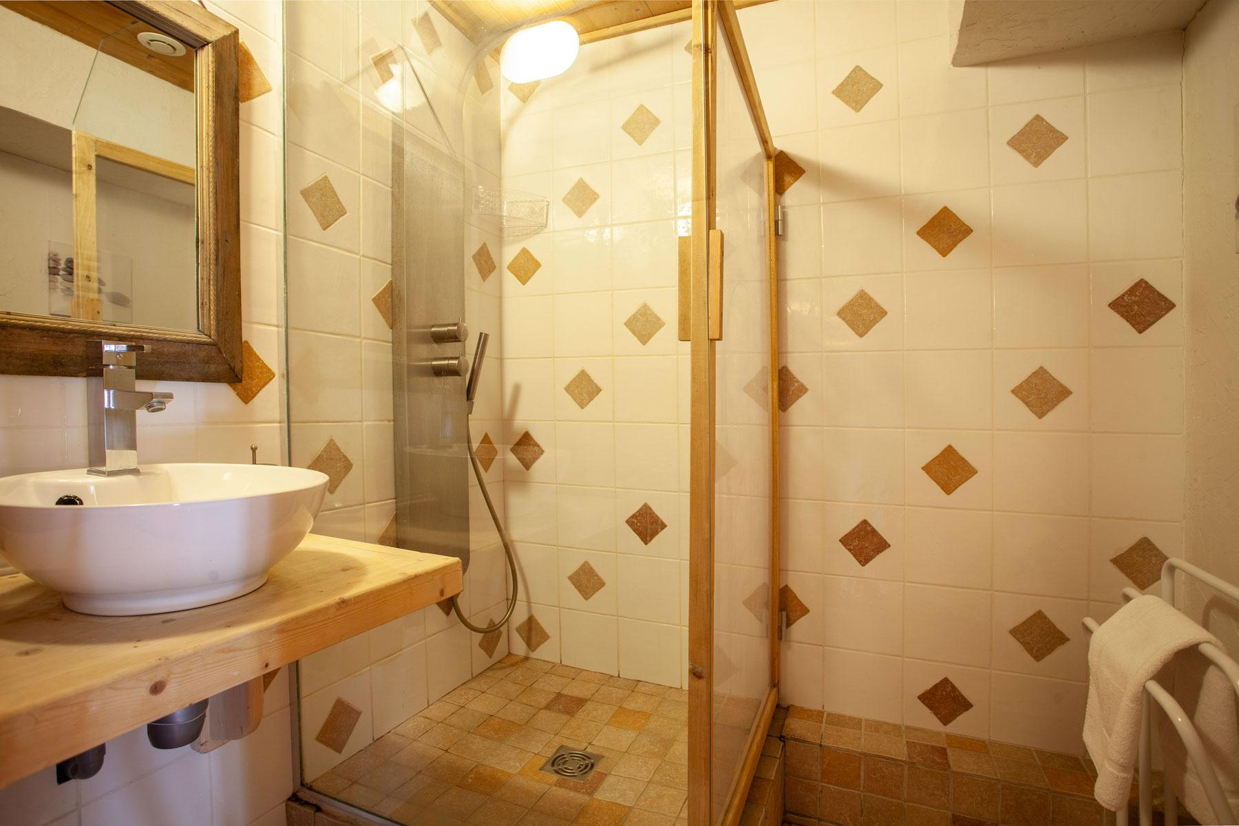Avoriaz Appt 1954 En-Suite Shower Room