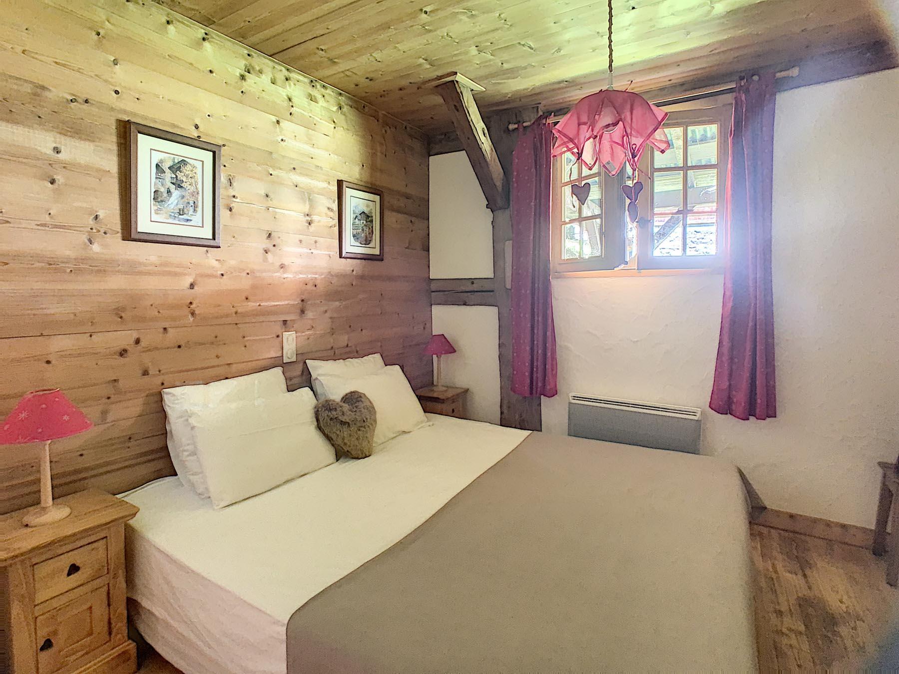 Mernaz 1160 Bedroom