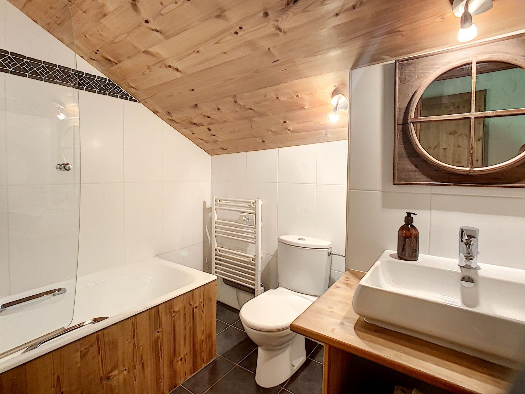 Mernaz 1160 Apartment Bathroom