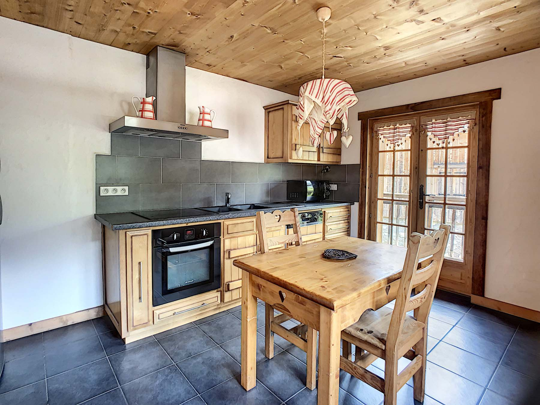 Mernaz 1160 Apartment Kitchen