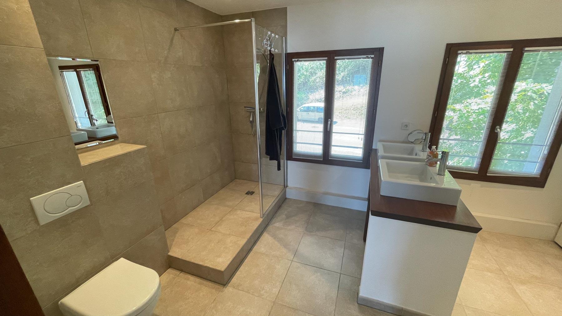 Pavillions 1 Master Shower Room