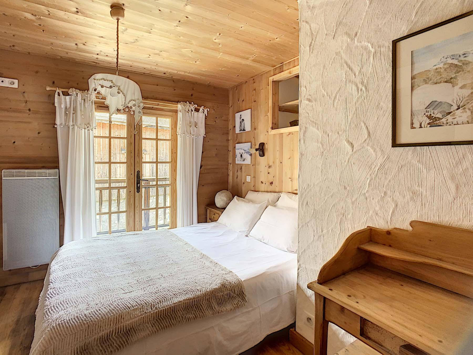 Mernaz 1160 En-Suite Bedroom