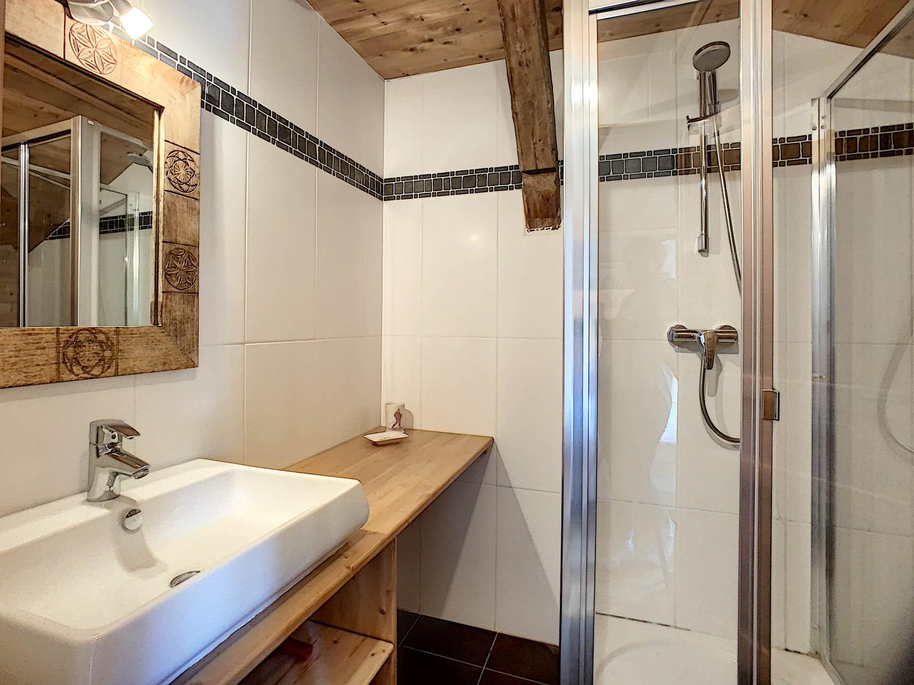 Mernaz 1160 En-suite Shower Room