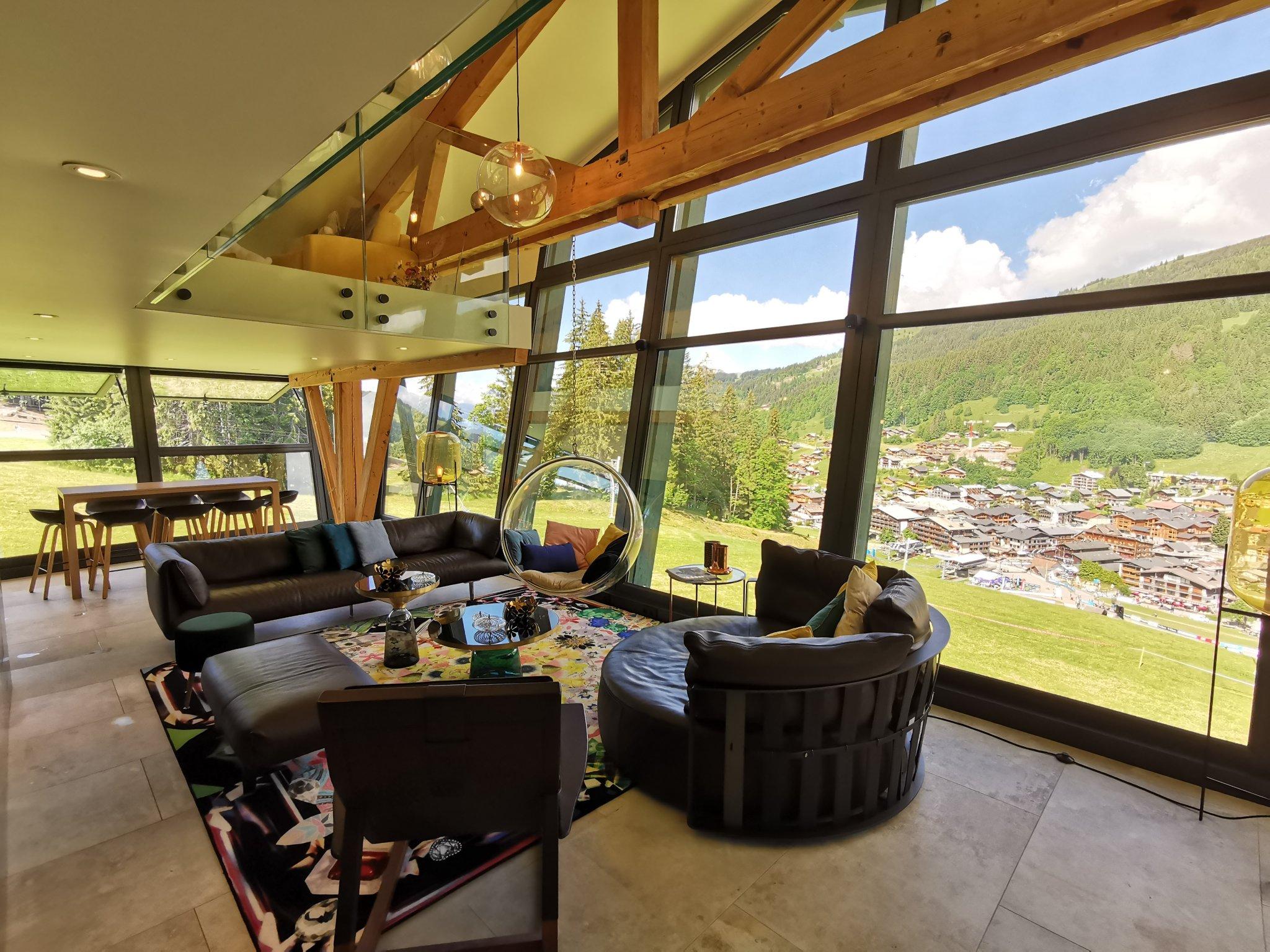 Grizzly Duplex Lounge