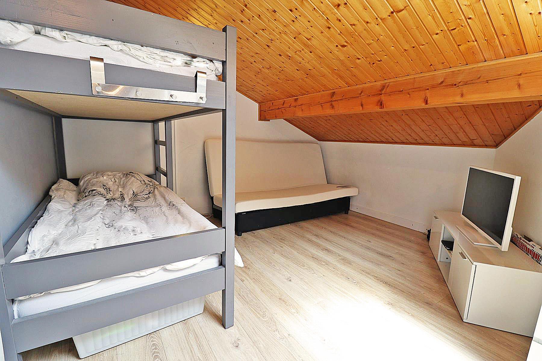 Duplex Clos Appt 821 Bunk Bedroom