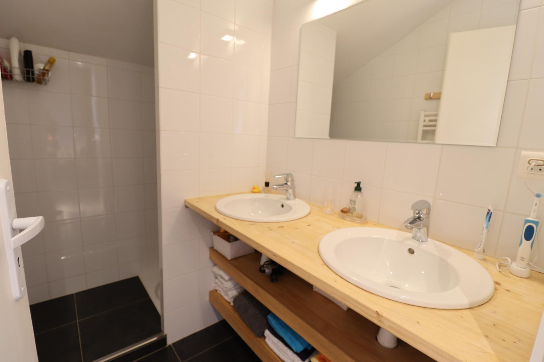 Pameo 4 Shower Room