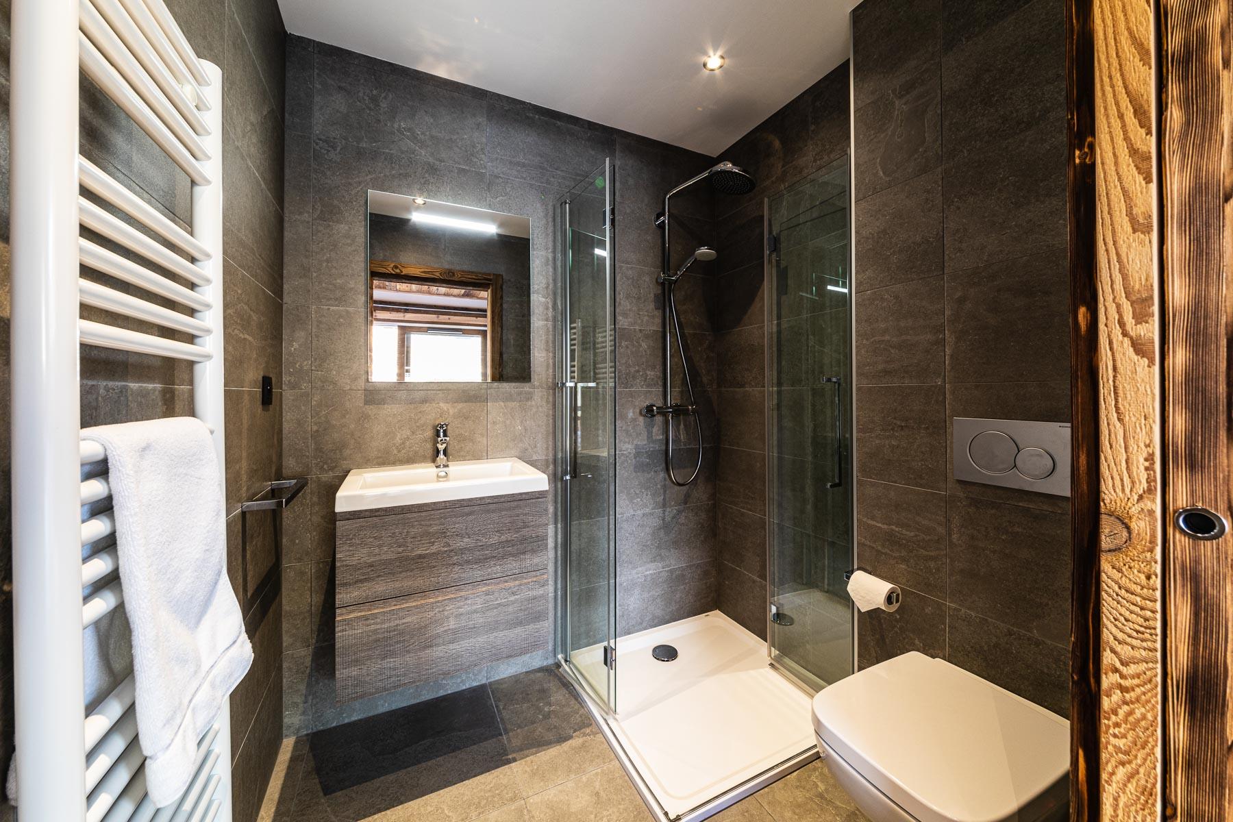 Kterra 1 Shower Room