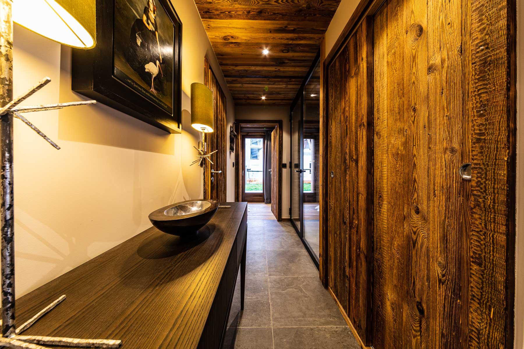 Kterra 1 Hallway