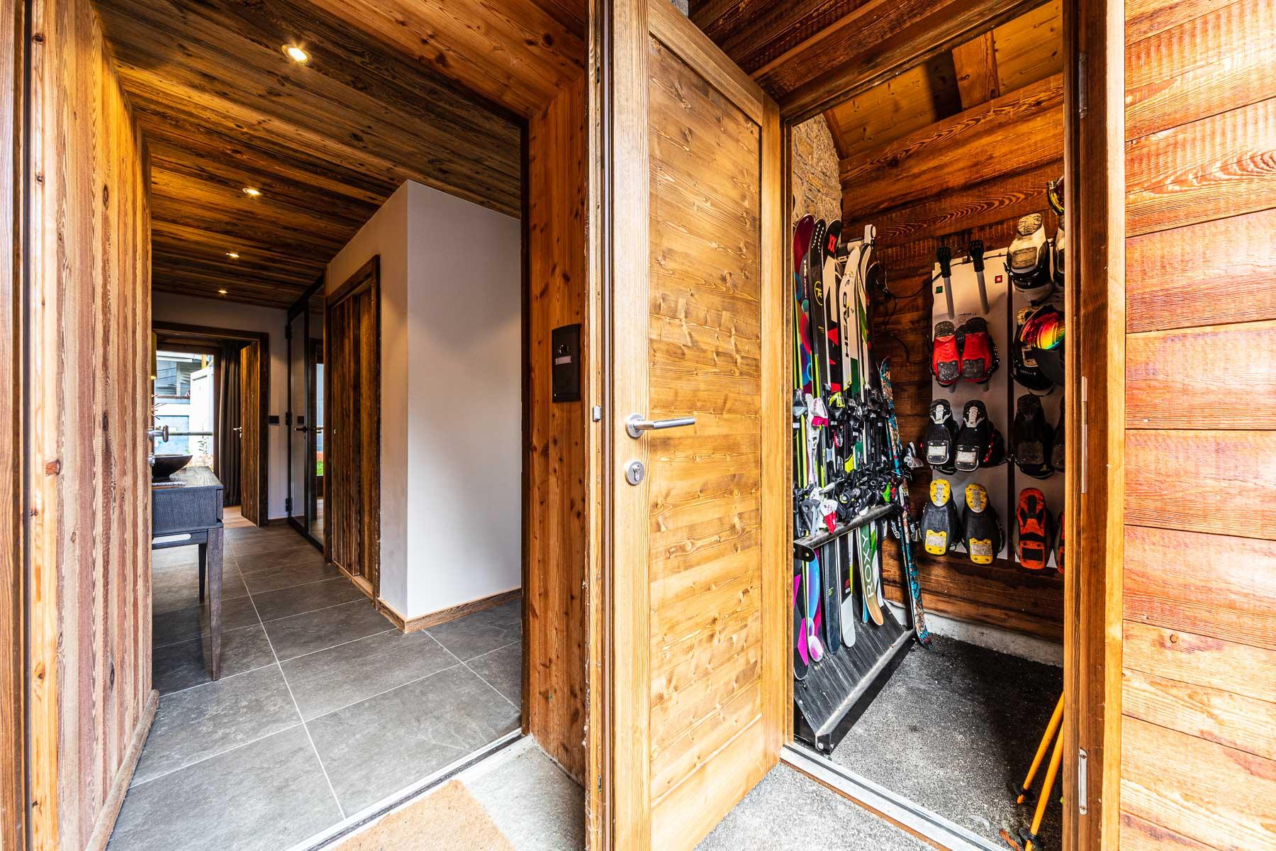 Kterra 1 Boot Room