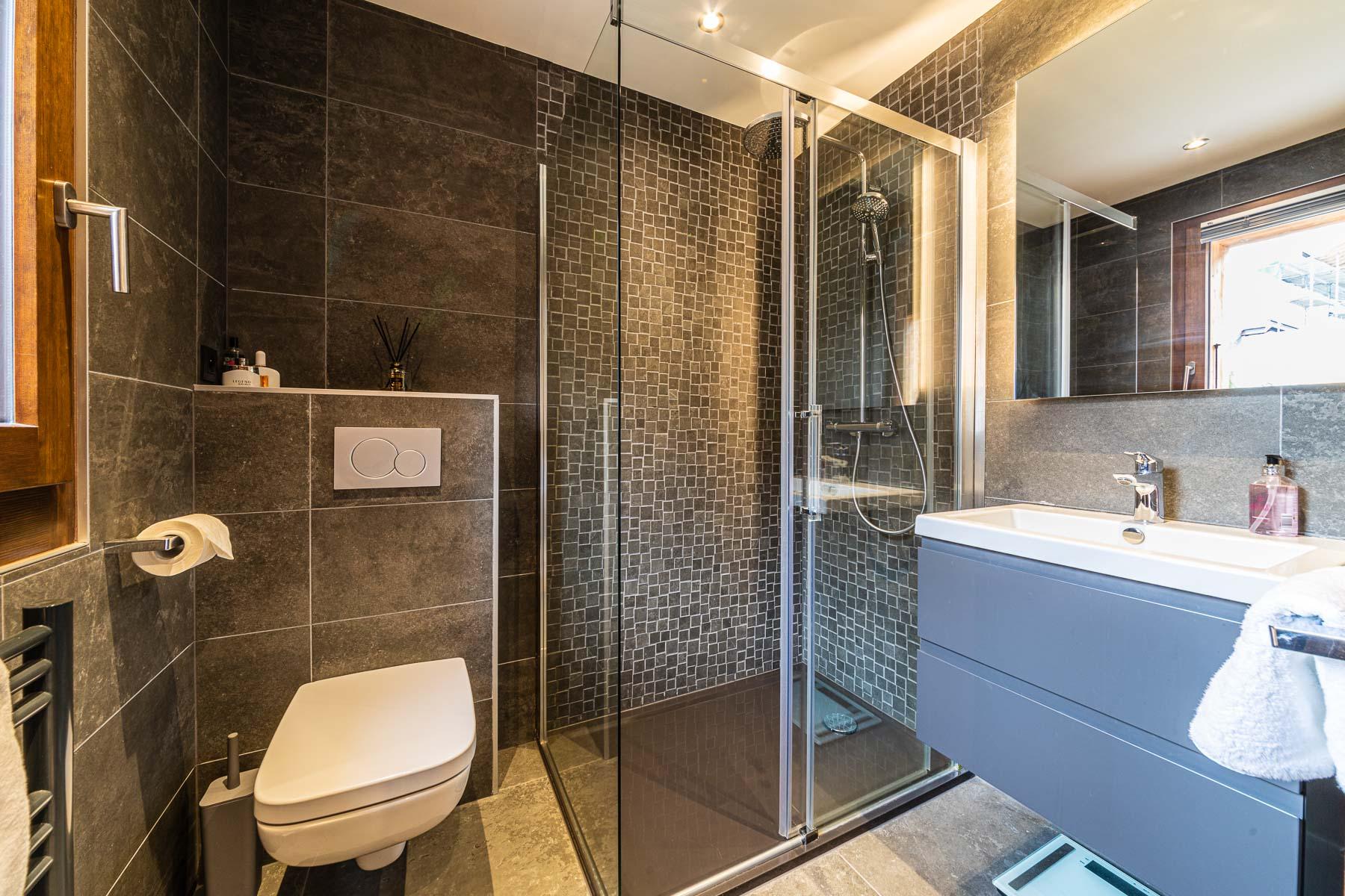 Kterra 1 En-Suite Shower Room