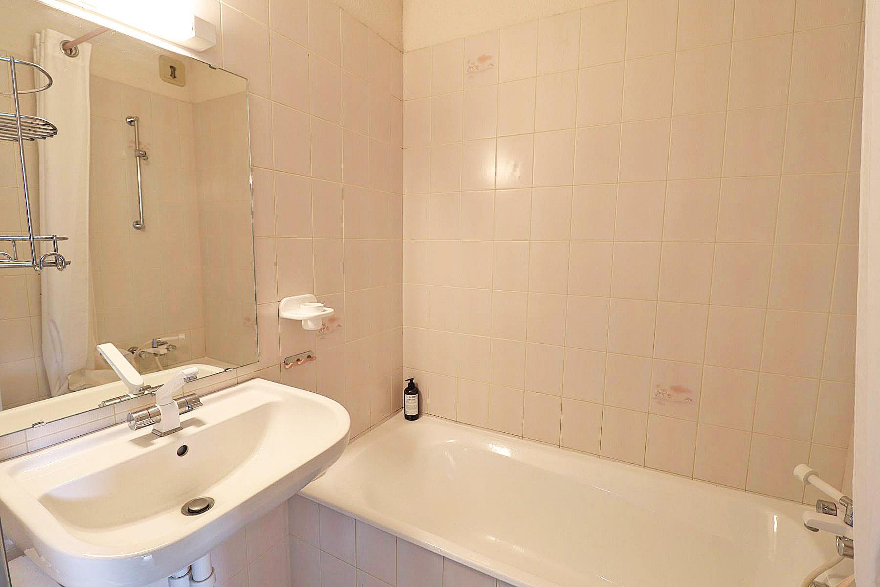 Duplex Clos Appt 821 Bathroom